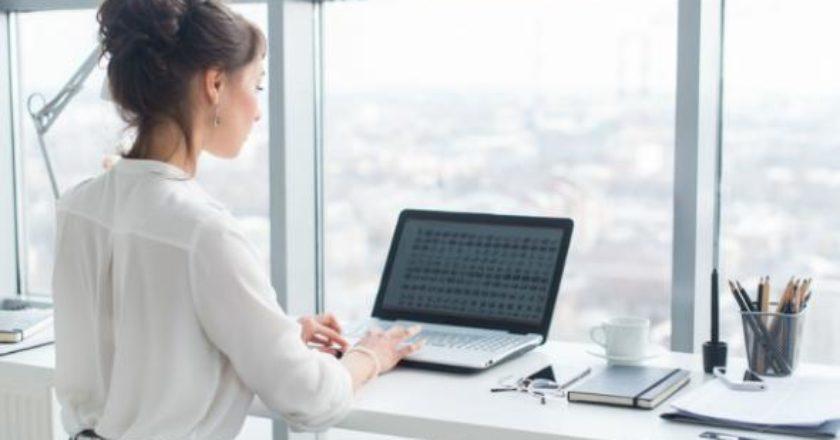 Με εμπόδια η επαγγελματική εξέλιξη των γυναικών