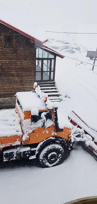 """Στα """"λευκά"""" ντύθηκε το Χιονοδρομικό Κέντρο Βόρας - Καϊμάκτσαλαν (ΦΩΤΟ) image."""
